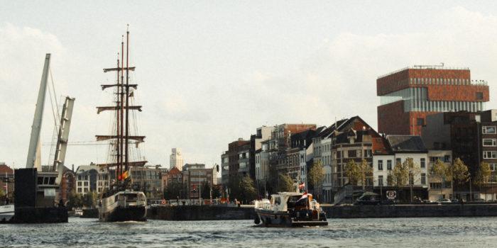 3-master sails uder Londen-bridge